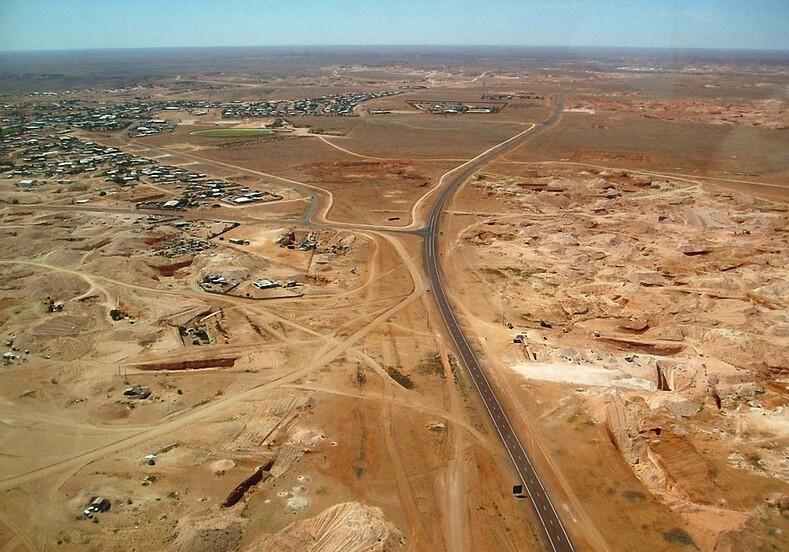Изгнанники солнца: целые поколения семей подземного города вавстралийской пустыне более ста лет невидели солнечного света