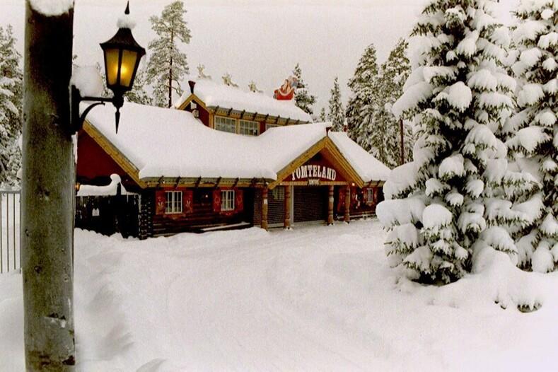 ТОП-10 резиденций, где живут главные деды Морозы со всего мира