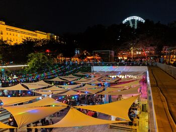 Один из летних фестивалей на площади Ференца Деака