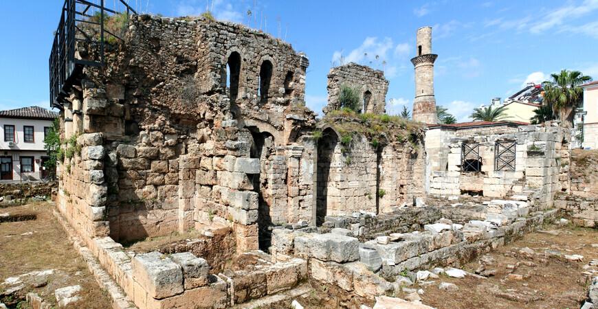 Руины мечети и храма Святого Петра