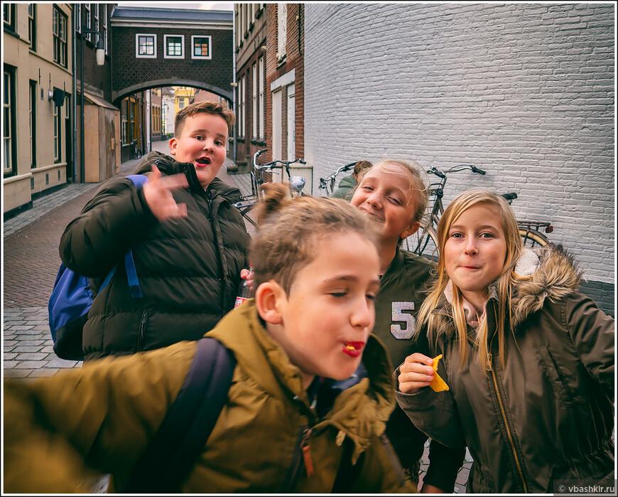 Гус. Кто сказал, что европейские дети не любят фотографироваться?))