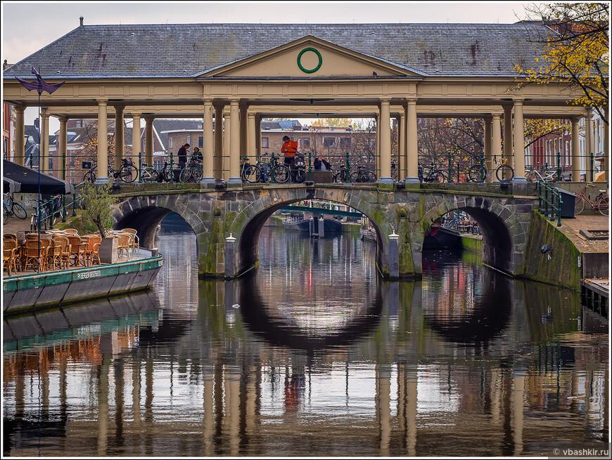 """Лейден. Мост Koornbrug на канале Новый Рейн - местный """"Риальто""""."""