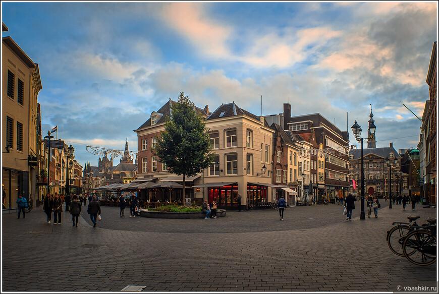 Хертогенбос. Площадь Markt.