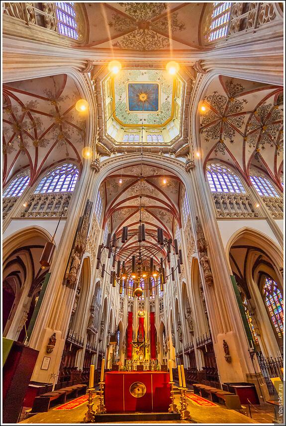 Хертогенбос. Интерьер собора Св. Иоанна.