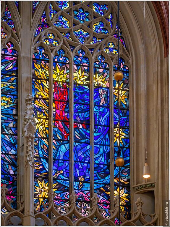 Хертогенбос. Интерьер собора Св. Иоанна. Витражи не только древние, но и современные. Понравилось!