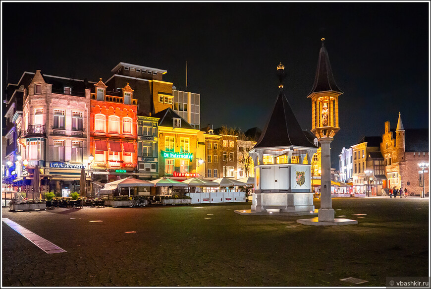 Хертогенбос. Площадь Markt и колодец Puthuis.