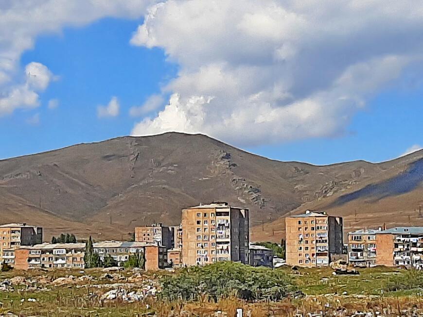 Фрагмент общего вида на город Севан.
