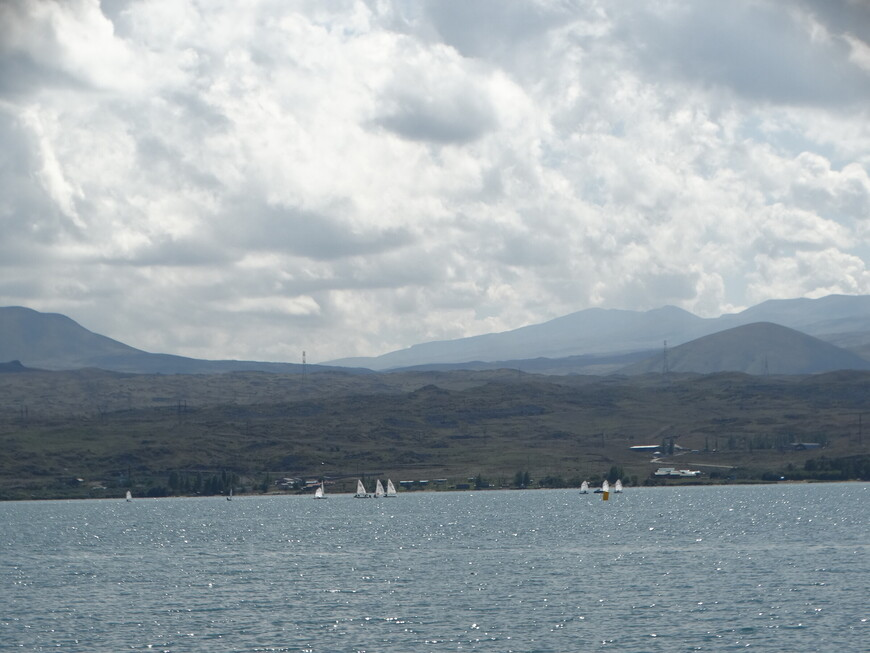 Котловина озера тектонического происхождения. Это горное озеро, находящееся на высоте 1900 м, очень древнее. Его в своих трудах описывал ещё в V в. великий  армянский историк Мовсес Хоренаци и называл  Геламским морем.