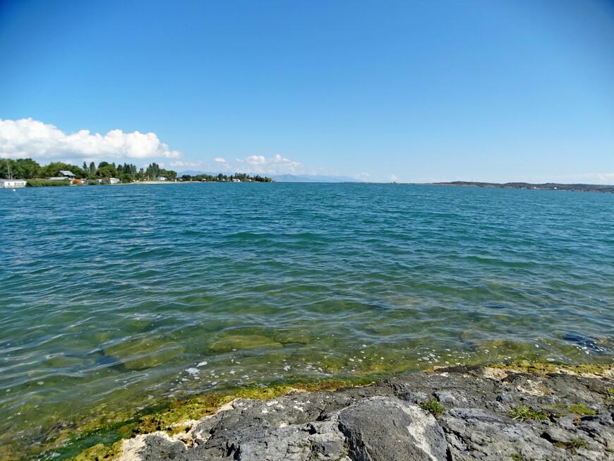 Да! Это настоящее горное море! Длина озера Севан - 75 км.