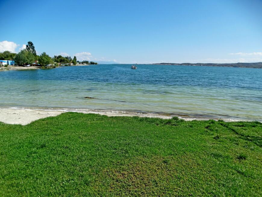 На озере Севан в середине сентября.