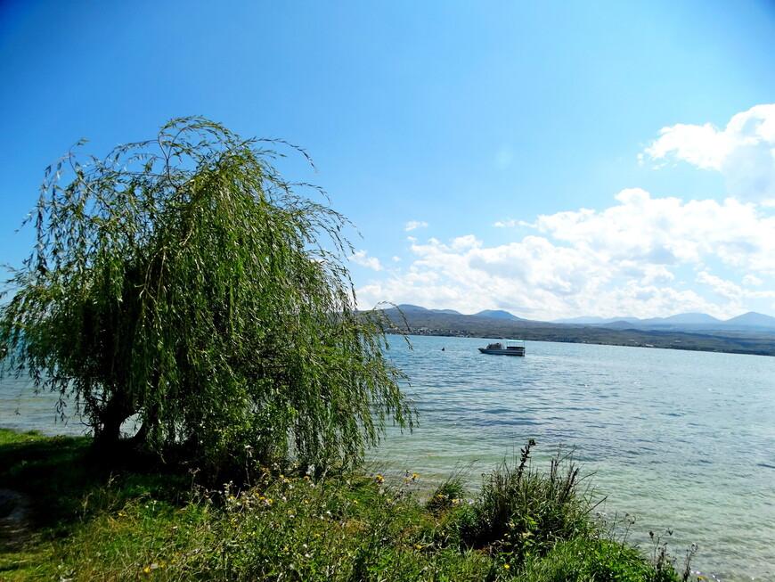 Мы увидели лишь малую часть  дивного озера, только в пределах города Севан и его окрестностей.  Но и этого было достаточно, чтобы восхититься красотой природы, прозрачностью воды и чистым горным воздухом.