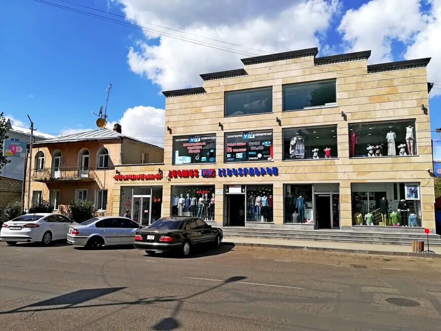Один из магазинов в городе.