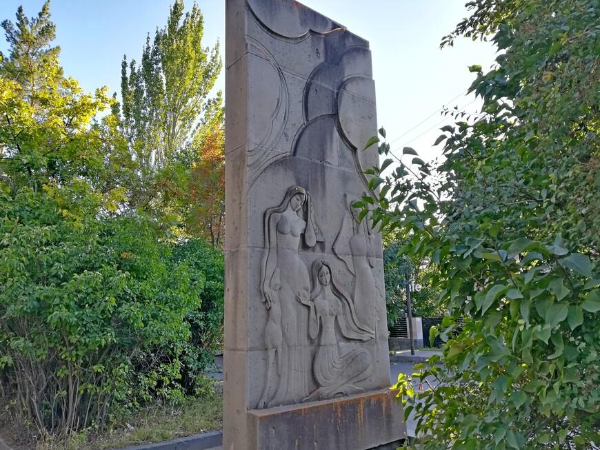 Стела, прославляющая армянских женщин.