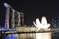 Музей на фоне известного отеля Marina Bay Sands Singapore