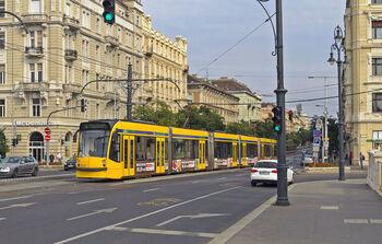 Длинный трамвай Siemens