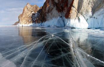 Туристов на Байкале предупреждают об опасности выхода на лёд