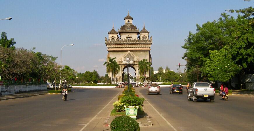 Триумфальная арка Патусай (Patuxai)