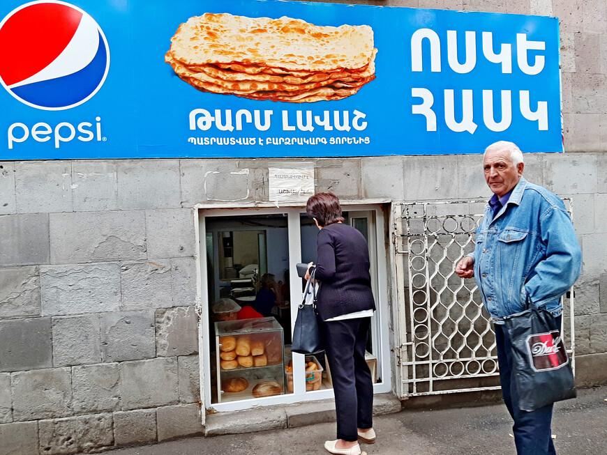 Здесь всегда свежий хлеб Какой аромат стоит!