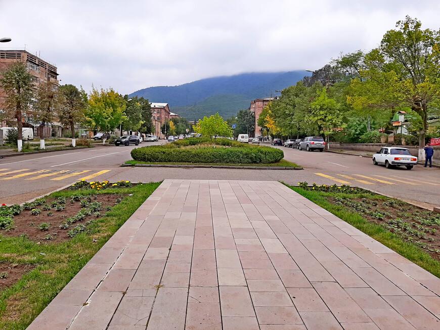 В Ванадзоре интересно. Но главная   достопримечательность , конечно же, -  окружающая город - курорт природа: горы, реки, растительность, воздух и минеральные источники.