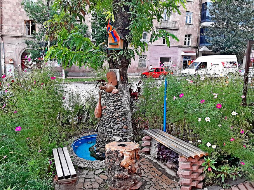 Креативные местные жители создали  уютный уголок для отдыха.