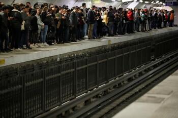 В Париже из-за забастовок закрылось метро