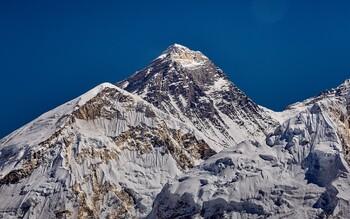 В Непале ужесточат правила выдачи разрешений для подъёма на Эверест