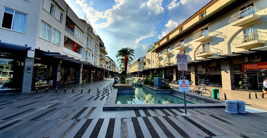 Пешеходная улица Мунир Озкуль Лиман в Кемере