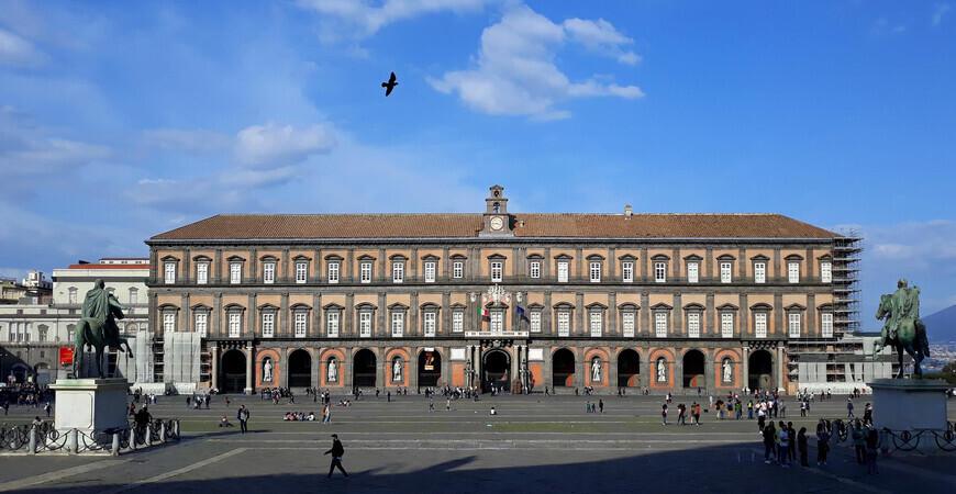 Королевский дворец Неаполя