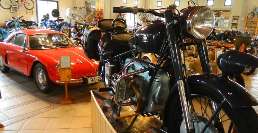 Музей ретроавтомобилей и мотоциклов