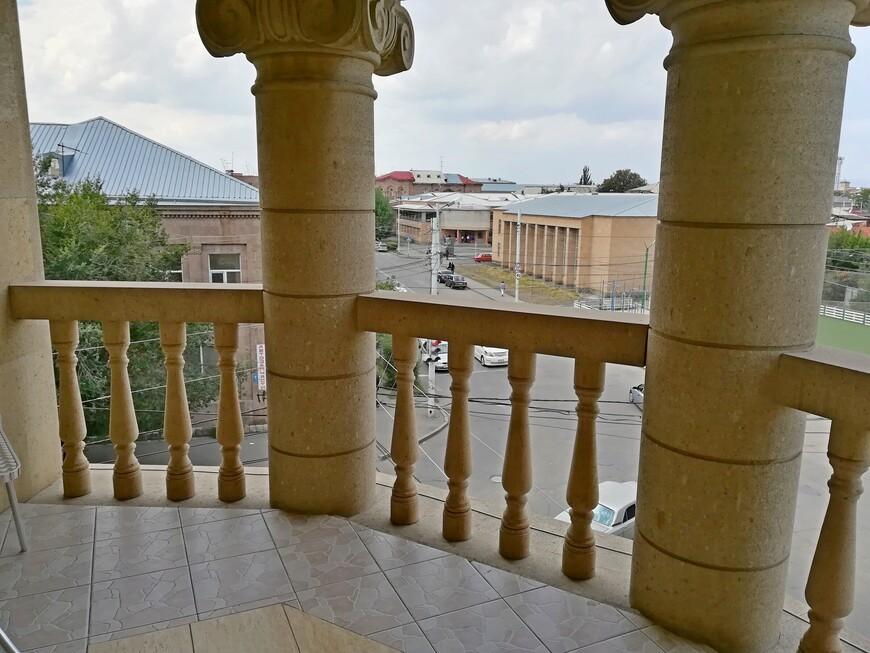 Единственный во всём отеле балкон достался нам!!!