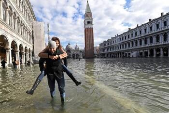 Наводнение в Венеции идёт на убыль