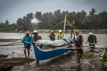 Мощный тайфун обрушится на Вьетнам перед Новым годом