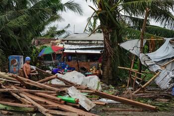 Жертвами тайфуна на Филиппинах стали более 40 человек