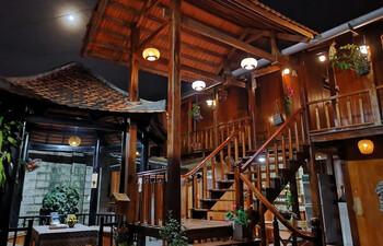 На вьетнамском курорте Фукуок сгорел популярный отель