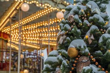 В новогоднюю ночь в гуляниях в Москве приняли участие 2.7 млн человек