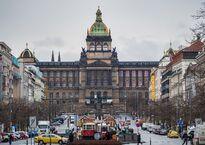 Национальный музей и кафе «Трамвай» на Вацлавской площади