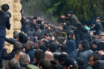 Туристов предупреждают о массовых протестах в Абхазии