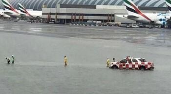 В Дубае сильные ливни затопили аэропорт и отели (видео)