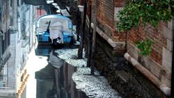 Каналы Венеции пересохли после сильного наводнения