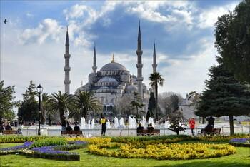 Чартерная программа из шести городов РФ в Стамбул продлена до конца апреля