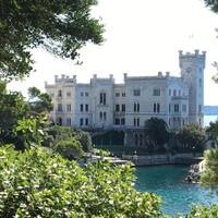Замок Мирамаре вблизи итальянского Триеста