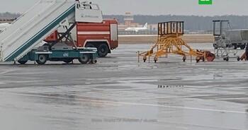 SSJ-100 ИрАэро сел на недостроенную полосу в Домодедово