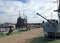 На берегу можно рассмотреть корабельную артиллерию