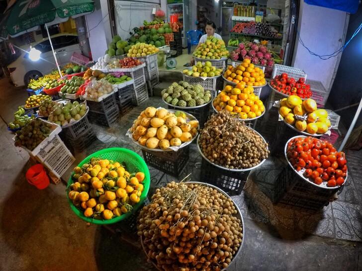 Фруктовый рынок во Вьетнаме