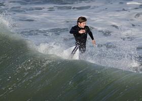 Разденься и в воду с разбега, когда посетишь Сан Диего. Иль сёрфером стань и с доскою, как чайка, пари над волною