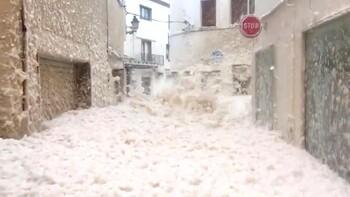 Каталонию затопило морской пеной