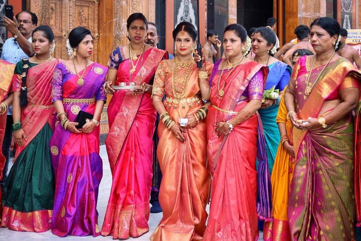 Традиционная одежда индийских женщин - сари