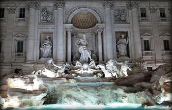 Архитекторы Рима сочли оскорбительными планы обнести фонтан Треви забором