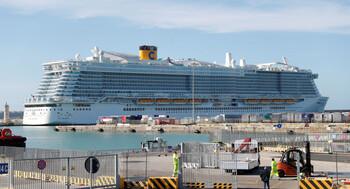 В итальянском порту заблокирован круизный лайнер с 6 000 туристов, среди них 67 россиян