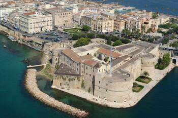 Крупный город в Италии выставит на продажу дома за 1 евро